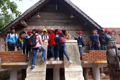Ngày 24 tháng 04 năm 2018 Trường TH Trần Cao Vân tổ chức cho học sinh lớp 5 đi thăm quan trải nghiệm sáng tạo tại thành phố Buôn Ma Thuột
